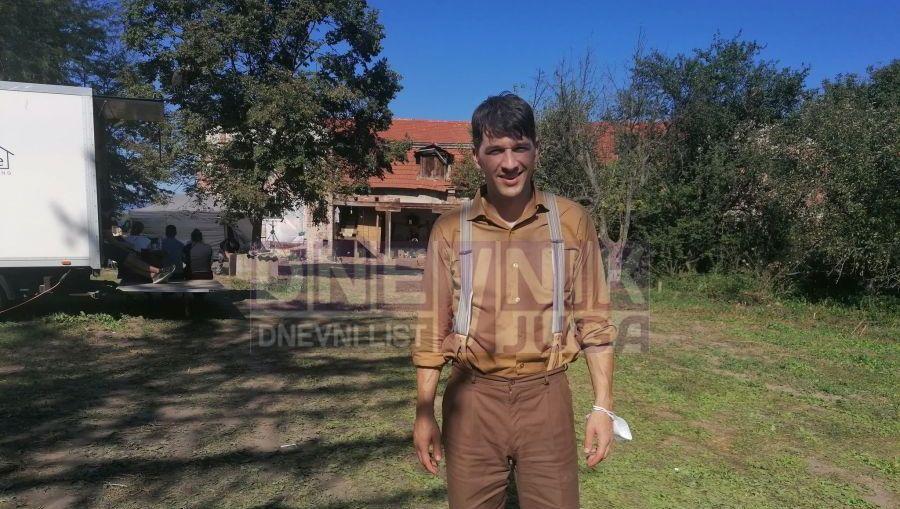glumac Viktor Savić na snimanju u selu Rudare